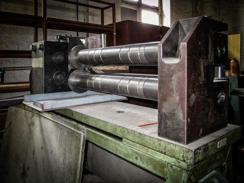 machine press alt hand labor