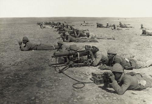kulkosvaidis,kareiviai,priekinis,kariai,Pirmasis Pasaulinis Karas,wwi,ww1,juoda ir balta,1917,pasislėpęs