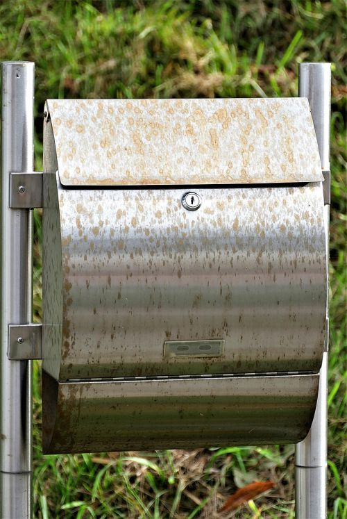 mailbox rust stains metal