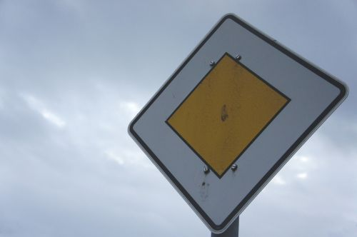 main road right of way traffic sign