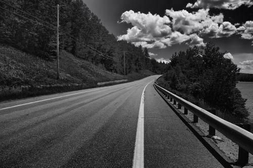 maine,kelias,miškas,medžiai,dangus,debesys,juoda ir balta,lauke,gamta,kaimas,ežeras,vanduo,vasara