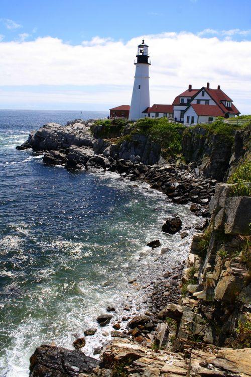 maine lighthouse shoreline