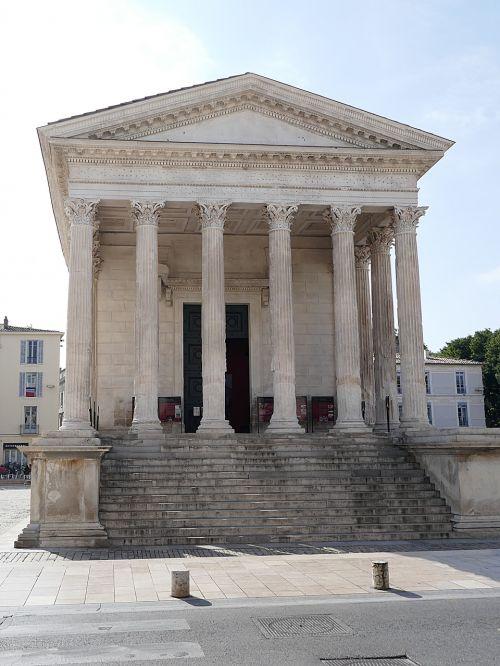 maison-carrée roman temple