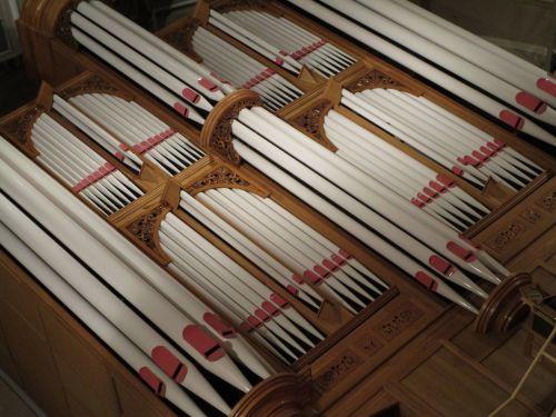 Majestic Pipe Organ