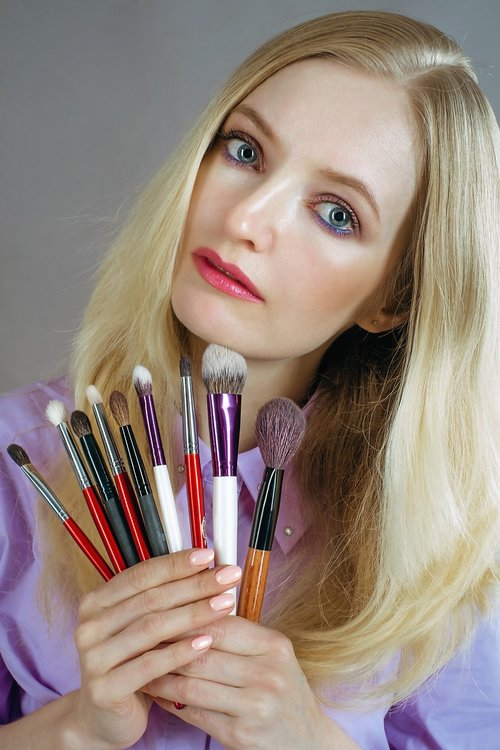 makeup artist  brush  girl