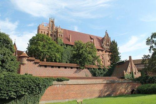 malbork castle  poland  places of interest