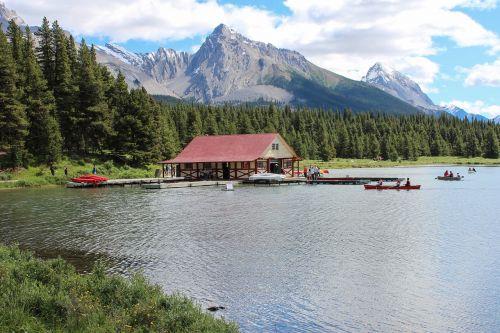 maligne lake canoe rental canadian rockies