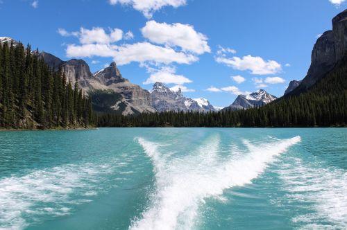 maligne lake glacier wake
