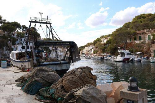mallorca cala figuera fishing boat