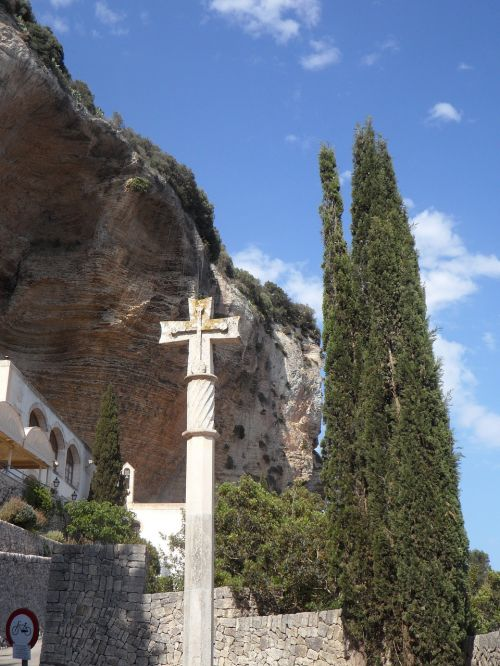 mallorca cross make a pilgrimage