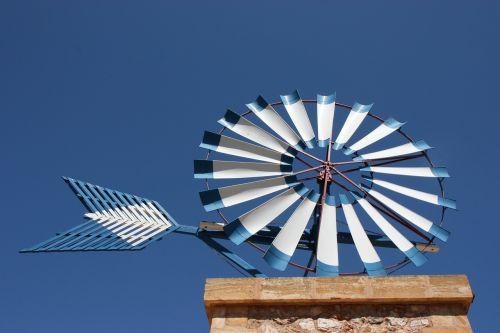 mallorca pinwheel sky