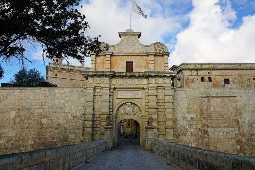 malta mdina city wall