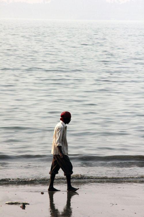 vyras,vaikščioti,papludimys,kranto,vandenynas,jūra,žmonės,asmuo,Patinas,vaikščioti,Indija,Indijos