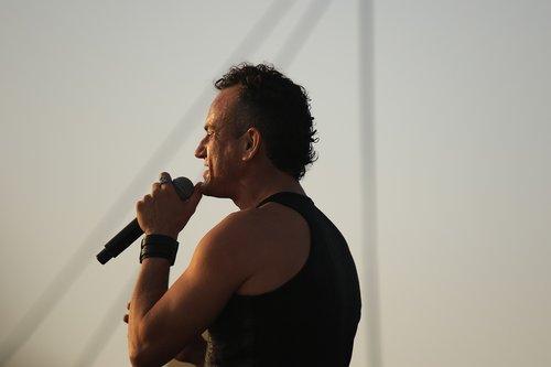 man  singer  perform