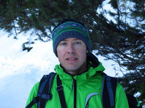 vyras,žmogus,keliautojas,žygis,kelia,striukė,žalia striukė,žygiai,sniegas,žiema,žiemos žygis,daugiau,bergtour,Alpių,alpinistas,alpinizmas,antradienio išvykimas,kelionė