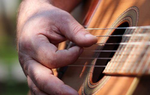 man hand guitar