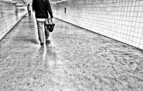 man tunnel metro