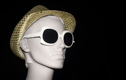 mannequin sunglasses hat