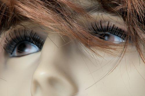 mannequin head eyes