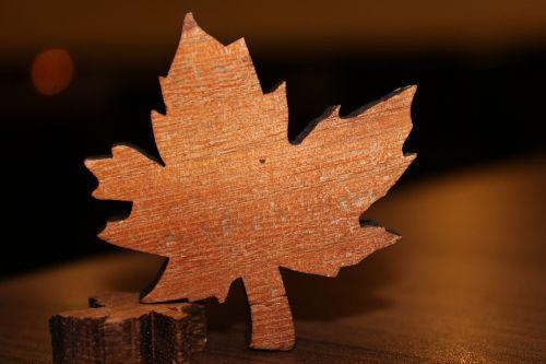 maple leaf wood table decorations