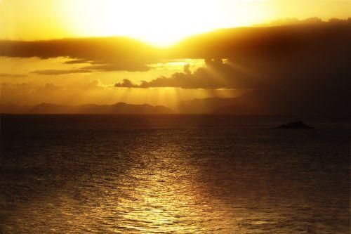 mar sunset rays of rol