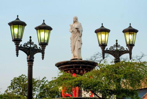 maracaibo venezuela statue