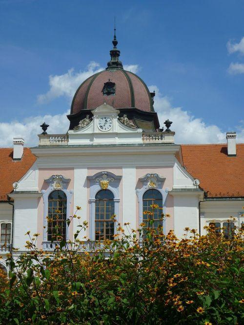 marble hall is considered piłsudski dome