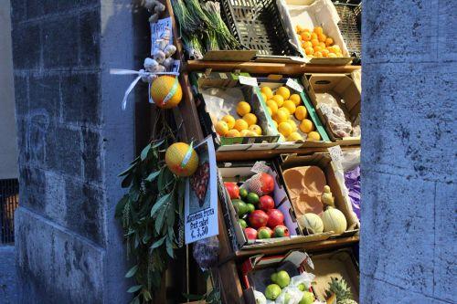 market fruit vegetables