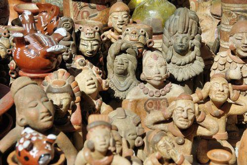 market statues otavalo