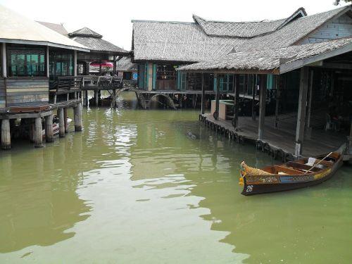 market floating asia
