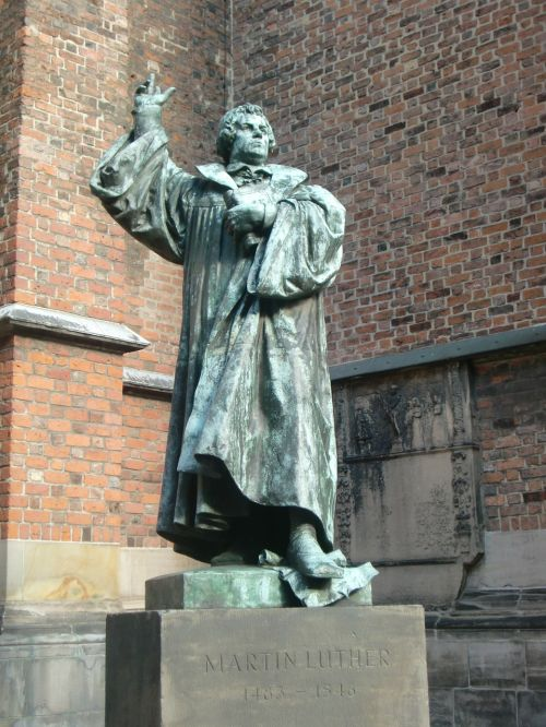martin luther statue protestant