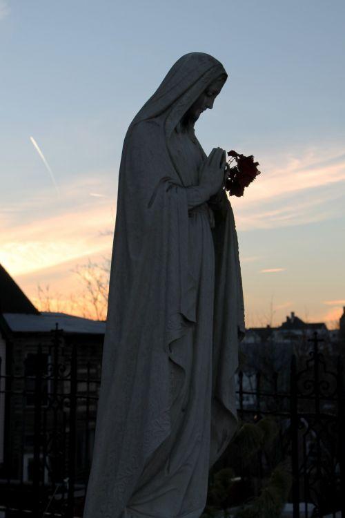 Mary Praying Statue - 02