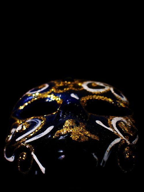 mask gold vacuum