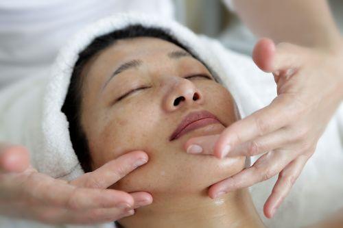 massage handle face treatment
