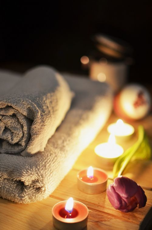 massage therapy candles towels