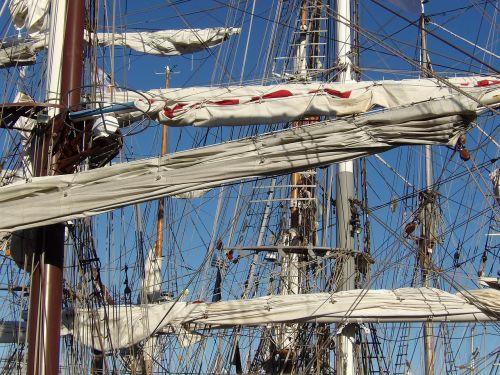 mast sailboat strings