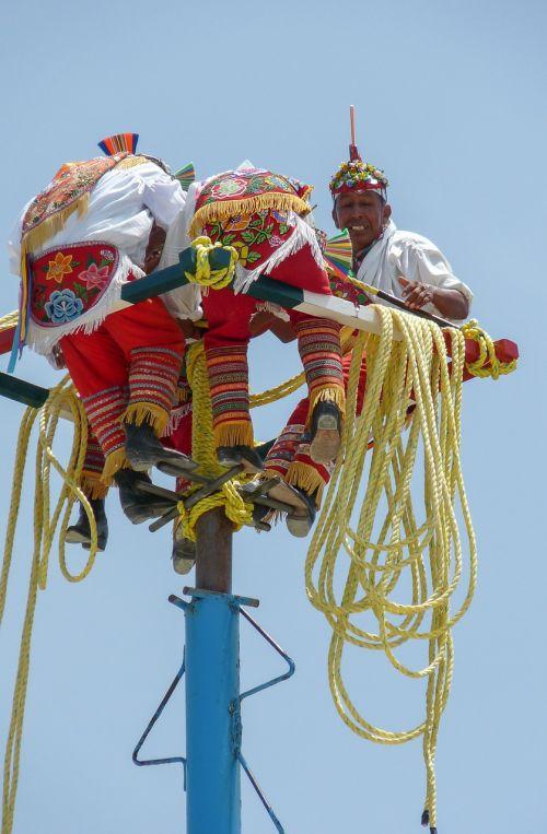 mast strings mexico