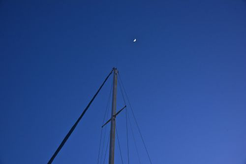 Mast And The Moon