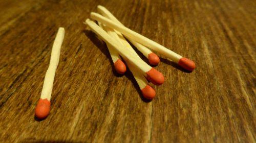 matches sticks match head