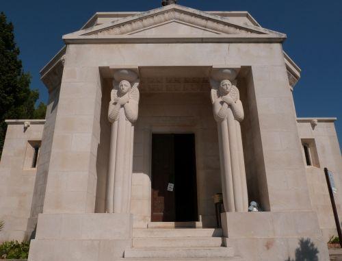 mausoleum monument memory