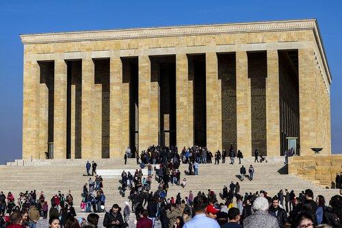 mausoleum  soldiers  seizure