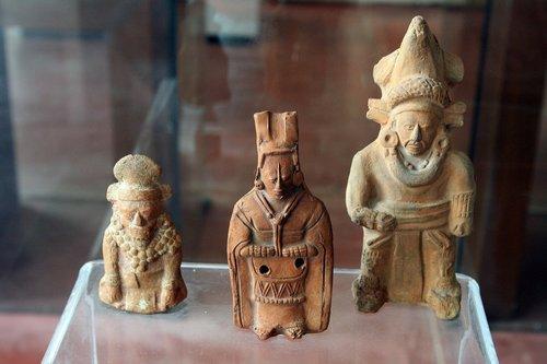 maya art  statuettes maya  museo maya de dzibilchaltún