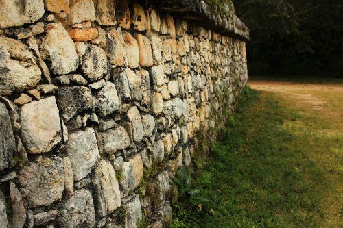 mayan wall pyramid