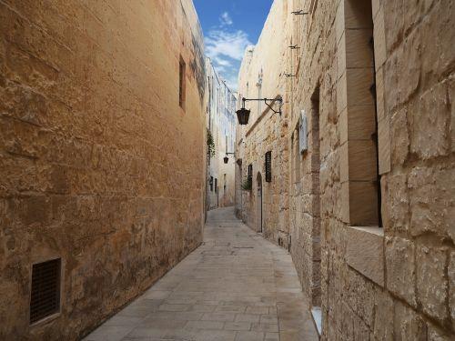 mdina malta alley