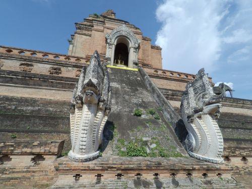 measure chiang mai thailand pagoda