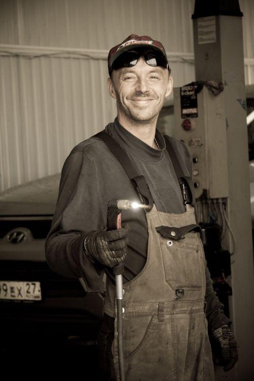 mechanic plasmatic cutter car service