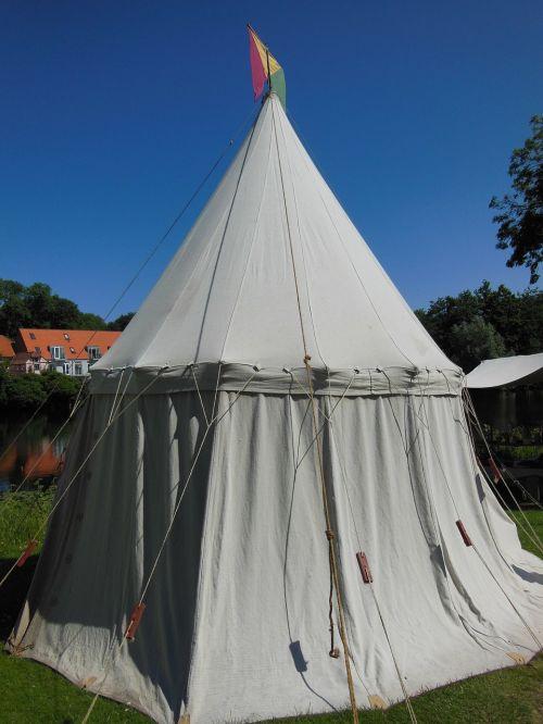 medieval market tent crafts