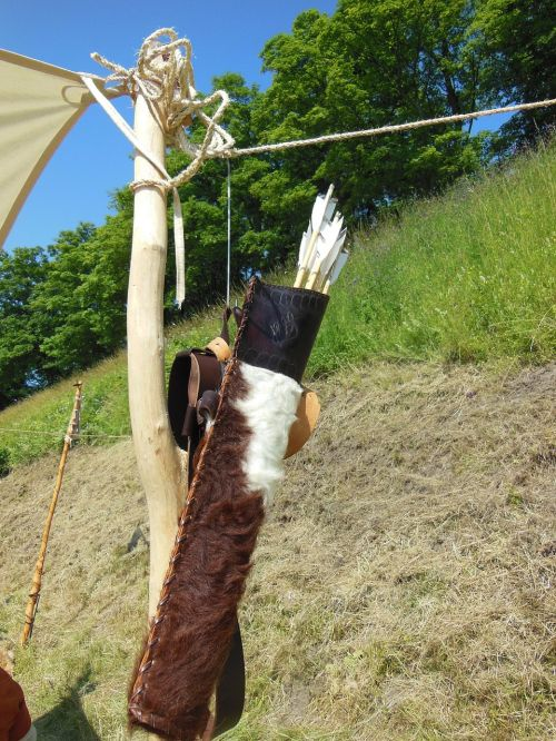 medieval arrow quiver leather
