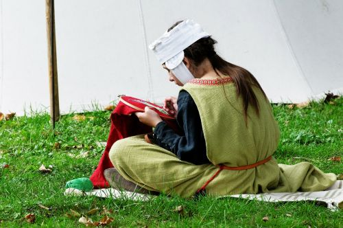 medieval market costume hand labor