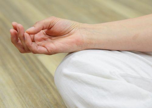 meditate focus finger